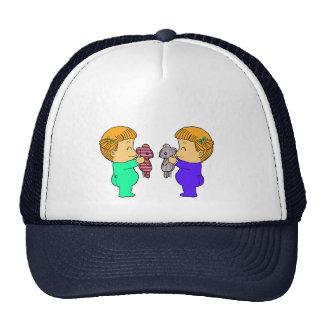Jumeaux mignons de bébé casquettes