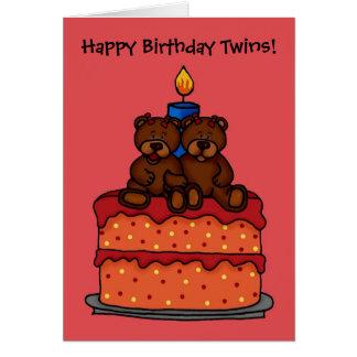 jumelles de fille sur une carte de gâteau