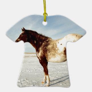 Jument d'Appaloosa dans la neige d'hiver Ornement T-shirt En Céramique