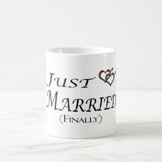 Juste (enfin) gay pride marié mug