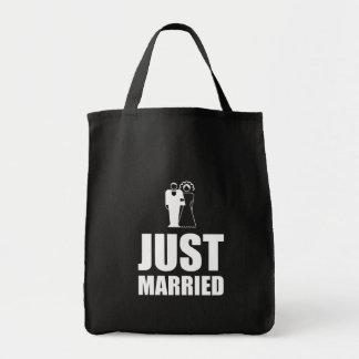 Juste marié épousant le marié de jeune mariée sac fourre-tout