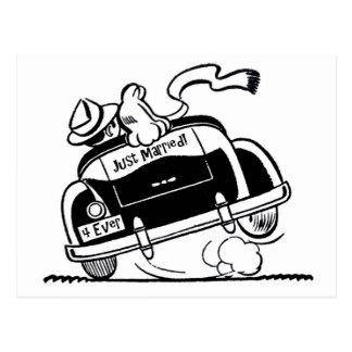 Juste ménages mariés dans la voiture carte postale
