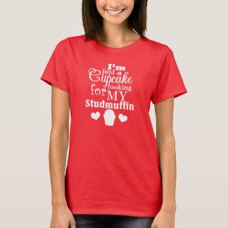 Juste un petit gâteau recherchant mon T-shirt de