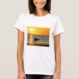 Kangourous à ce par du soleil t-shirt