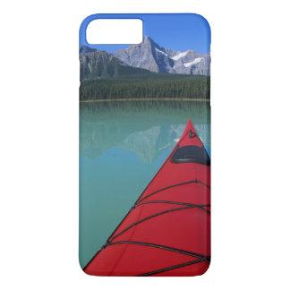 Kayaking sur le lac waterfowl au-dessous de la coque iPhone 7 plus