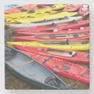 kayaks colorés dessous-de-verre en pierre