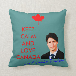 Keep Calm and love Canada and Justin Trudeau Coussins Carrés