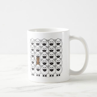 Kelpie australien chez les moutons mug