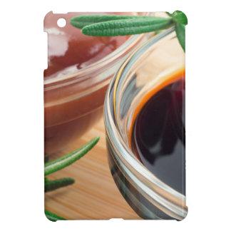 Ketchup de tomate et sauce de soja dans une coques pour iPad mini