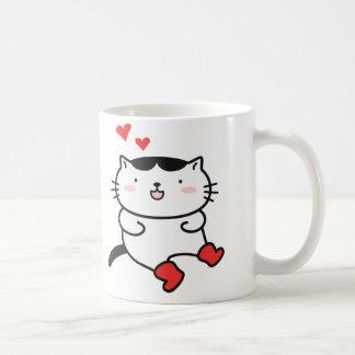 Kitty dans des tasses de café de bottes