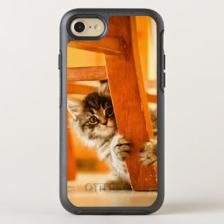Kitty tenant la jambe de chaise coque OtterBox symmetry iPhone 8/7