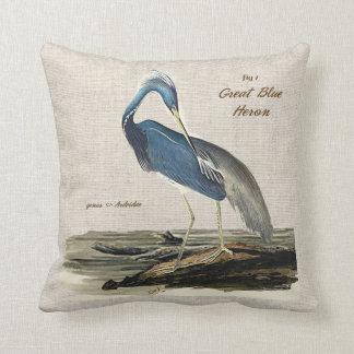 Knit de héron de grand bleu le poly coussin