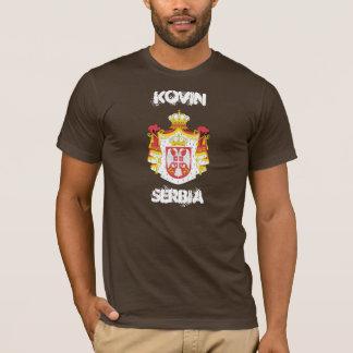 Kovin, Serbie avec le manteau des bras T-shirt