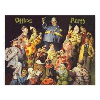 L invitation sociale de fête au bureau fait le clo