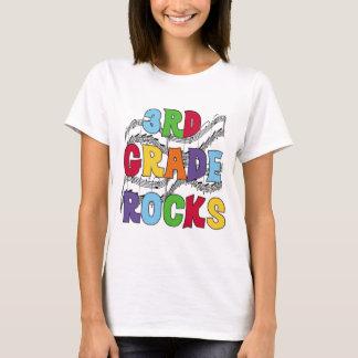 La 3ème catégorie multicolore bascule des T-shirts