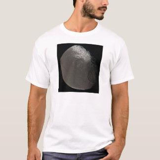 La 3ème plus grande lune Iapetus de Saturn pris T-shirt