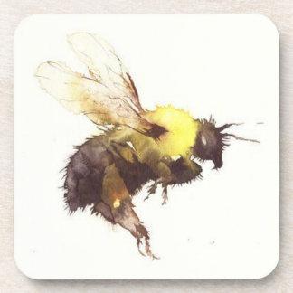 """La """"abeille"""" a placé de 6 dessous de verre pour"""