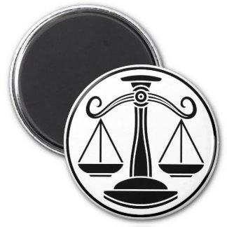 La Balance mesure le signe d'horoscope de zodiaque Aimant