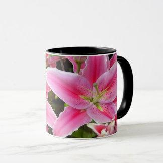 La beauté extraordinaire fleurit la tasse