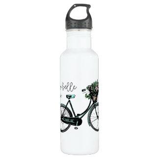La belle de La luttent la bouteille d'eau