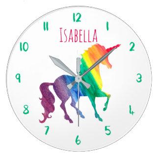 La belle licorne d'arc-en-ciel personnalisée grande horloge ronde