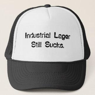 La bière blonde allemande industrielle suce casquette