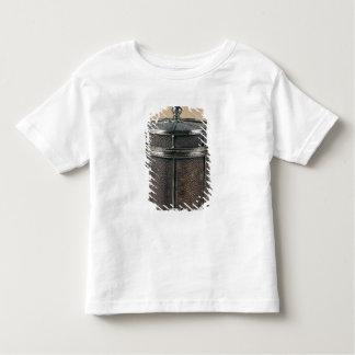 La boîte de cigarette avec shagreen les côtés, t-shirt pour les tous petits