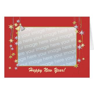 La bonne année tient le premier rôle le rouge (le carte de vœux