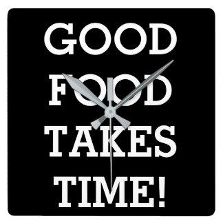 La bonne nourriture prend du temps horloge carrée