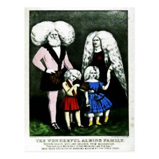 La carte postale merveilleuse de famille albinos