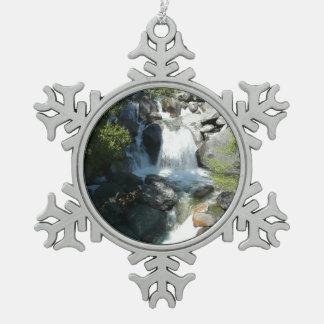 La cascade tombe au parc national de Yosemite Ornement Flocon De Neige Pewter