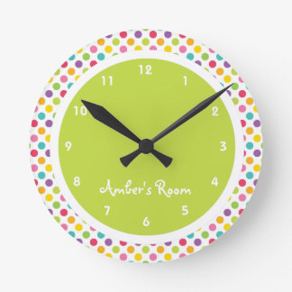 La chambre à coucher de polka de l'enfant coloré horloge ronde