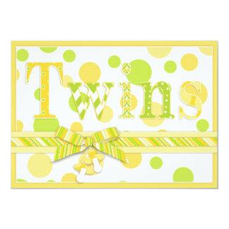 La chaux jumelle de citron de bébés pointille le carton d'invitation  12,7 cm x 17,78 cm