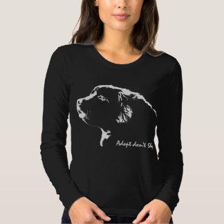 La chemise Adopt de Terre-Neuve ne font pas des T-shirts