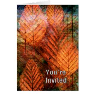 La chute colorée laisse l'invitation carte de vœux