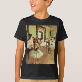 La classe de danse badine le T-shirt foncé