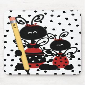 La coccinelle du professeur avec le tapis de tapis de souris