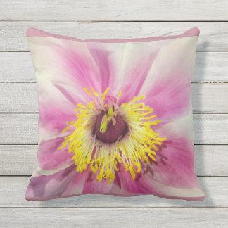 La conception florale de fleur simple rougissent oreiller