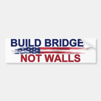 La construction jette un pont sur pas des murs autocollant de voiture