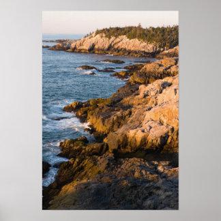 La côte rocheuse de l'Au Haut d'île au Maine Affiches