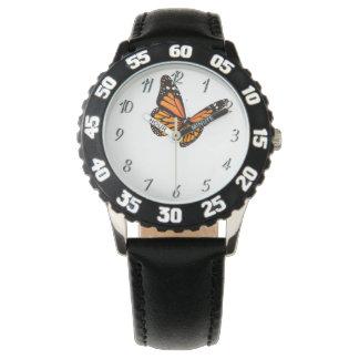 La coutume badine la montre de noir de papillon