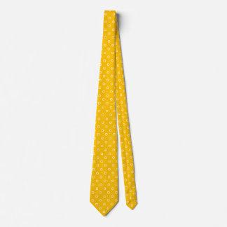 La cravate de point de polka colore le jaune sur