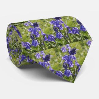 La cravate des hommes avec la conception de