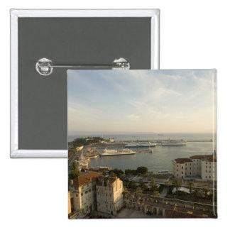 La Croatie, Dalmatie, fente. Vue de Riva Badges