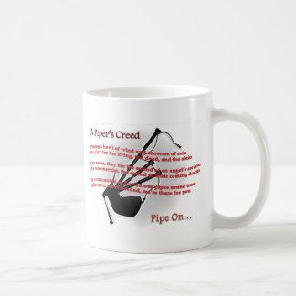 La croyance du joueur de pipeau mug