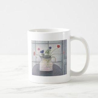 La cruche 2008 d'anémones et de pavots fleurit mug