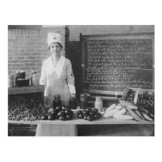 La cuisine de la grand-maman - cru carte postale