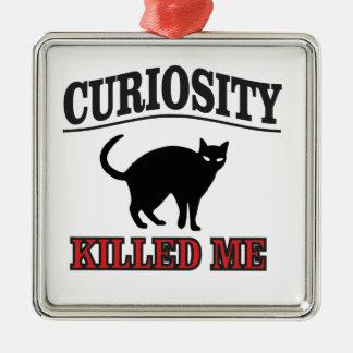 la curiosité est un vilain défaut ornement carré argenté