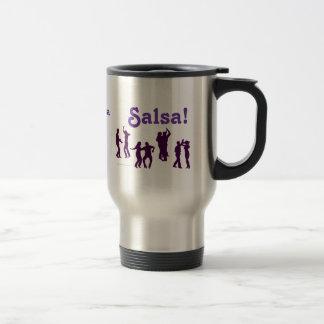 La danse de Salsa pose des silhouettes faites sur  Tasse