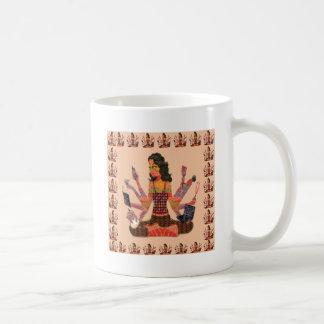 La déesse moderne de femme remet la bande dessinée mug à café
